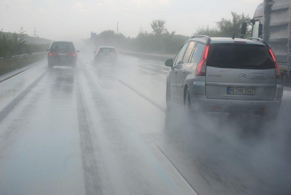KYT(危険予知トレーニング)に使える交通関係の事例