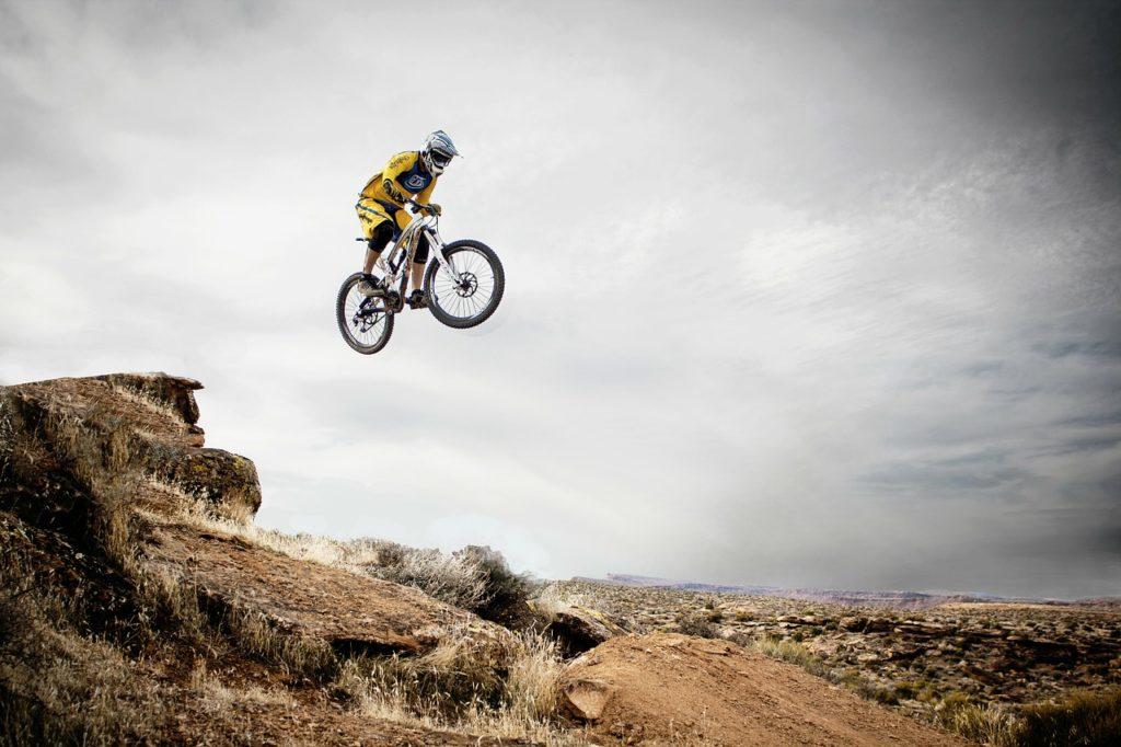 自転車の交通KYTシート(危険予知トレーニングシート)に使える無料動画・イラスト・写真