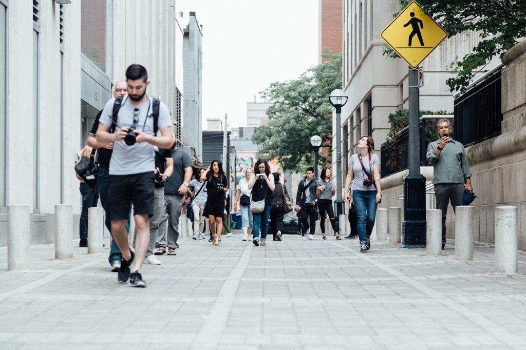 歩行者の交通KYT(危険予知トレーニング)シート用画像・動画